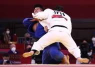 연장 혈투 끝 유도 조구함 은메달…그에겐 무릎연골 없었다