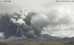 화산재 3.5㎞ 솟아올랐다…日활화산 아소산 분화, 3단계 경보