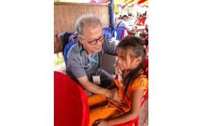 캄보디아에 병원 설립하고 환자 44만명 치료한 한국인 의사