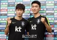 [포토]김문환-황인범,금메달 기운 받아서