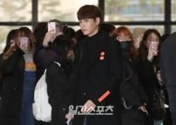 [포토]최태준, '팬들의 시선을 받으며'