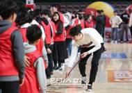 [포토]김민욱, 입가에 미소가득