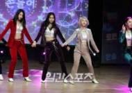 [포토] 워너비 린아의 제기차기 댄스