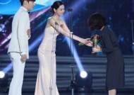 [포토]'백상예술대상',나나,박해영 극본상축하드려요