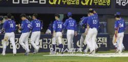 [포토]삼성, 두산 유희관에게 완투패