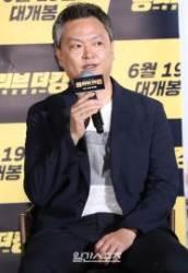 [포토] 강윤성 감독 '범죄도시 향기가 물씬'