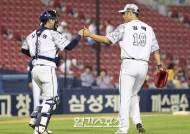 [포토]권혁-장승현,경기 매조지
