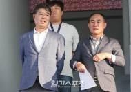 [포토]기영옥 단장, 김학범 감독과 함께
