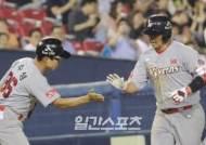 [포토]최정, 4경기 연석 홈런