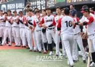 [포토]오지환,통산 100홈런 1000안타 축하
