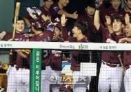 [포토]박동원 쐐기포에 키움은 잔치분위기