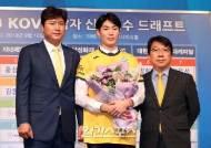 [포토]김동민, 2라운드 6순위로 KB손해보험 지명