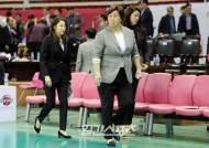 [포토]유영주 감독,아쉬운 발걸음