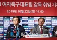 [포토]감독선임 설명하는 김판곤 전력강화위원장