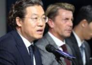 [포토]김판곤 위원장, 벨 감독 인성에 좋은 점수