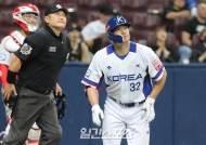 [포토]김재환, 맞는 순간 홈런 직감