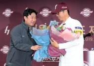 [포토]주장 김상수, 감독님 취임을 축하합니다