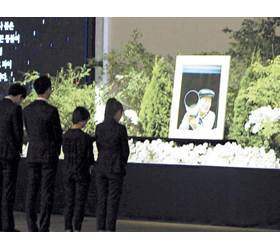 """금수원서 <!HS>유병언<!HE> 장례식 … 구원파 """"첫날 4000명 조문"""""""