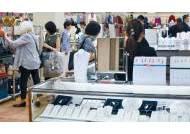 중간은 없다, 100엔 숍 아니면 100만 엔 숍만 잘 팔려