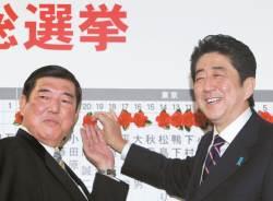 변화 꺼리는 일본, 아베 같은 '금수저'도 적폐 아닌 전통