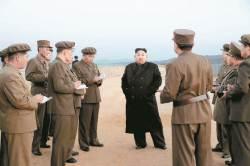 <!HS>김정은<!HE>, 1년 만에 무기 시험 참관 '시위' … 수위는 조절