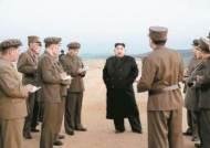 김정은, 1년 만에 무기 시험 참관 '시위' … 수위는 조절