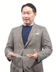 SK 일가 야구장 회동 이어 증여 … <!HS>최태원<!HE> '형제 경영' 강화