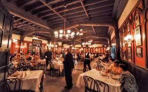 브래드 피트, 교황도 찾은 이곳…식당이야 박물관이야