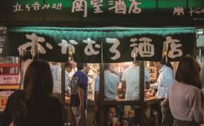 혼자, 낑겨 서서, 낮술도…오사카 선술집 '만원의 행복'