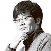 [선데이 칼럼] 헌법재판관의 황금변기