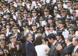 [<!HS>사진<!HE>] 경찰학교 졸업식 간 문 대통령