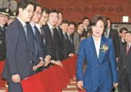 검찰, 추미애 측근 '5자회동' 수사…여, 개혁 흠집 시도 의심