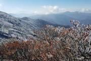 [사진] 산 위는 벌써 겨울