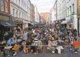 영국인 절반 1차 접종에도 거리두기 엄격, 펍 야외만 허용