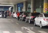 """""""여기선 우리만 영업"""" 인천항 여객터미널 이상한 택시들"""