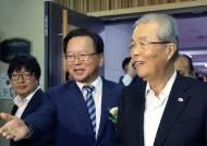 더민주 김종인號 마감 '대선 역할론' 엇갈린 평가