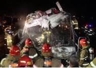 경부고속도로 관광버스 화재 사고…운전자, 추월 후 무리한 차선변경?