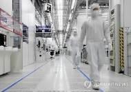 반도체 제조장비 수입 폭증… 두달째 무역역조