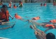[생존수영 이대로 좋은가] 물에 뜨지도 못하는데… 생존수영 수업 끝?