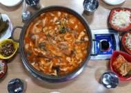 [맛집유랑] 파주 '고기랑 찌개랑' 자연산 야생버섯 한가득… 뜨끈한 국물에 추위 싹