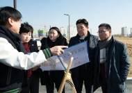 화성시의회 도시건설위원회, 봉담2지구 주차장 조성 계획 현장 검토