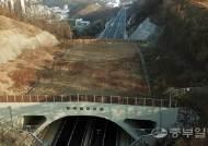 콘크리트 낭떠러지 밑 40억짜리 '흉물 생태통로'…사실상 동물 이동 불가