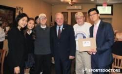 스포츠닥터스, 美 한인 학생들 통해 한국전 참전 용사회에 태극기 전달
