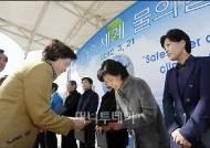 [사진]신현희 강남구청장 '환경보전 힘써주세요'