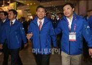 [사진]전시장 둘러보는 곽영진 차관-곽승준 위원장