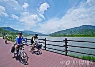 섬진강자전거길에 오른 레포츠열차 참가자들