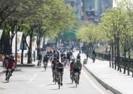 청계천로 자전거길 5.9km 완성… 주말 '자전거우선도로'