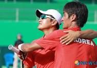 승리의 기쁨 나누는 김영준 선수