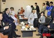 불교계 행사 찾은 각 당대표와 두 후보들
