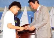 창학금 전달하는 박병래 부회장